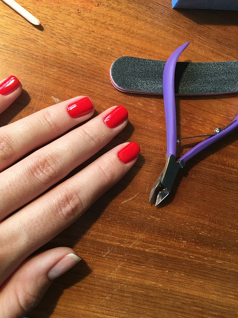 Hybrid love- hybrid manicure step by step - NailS RoomS